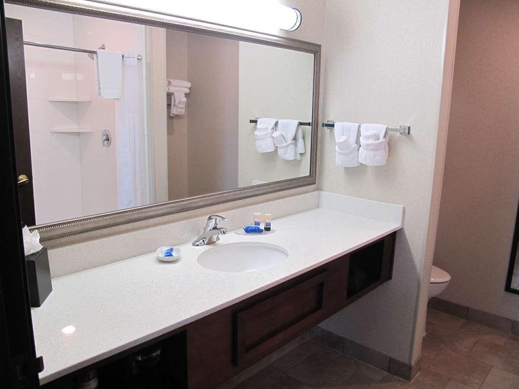 Best Western Timpanogos Inn - Executive King Bed Guest Bathroom