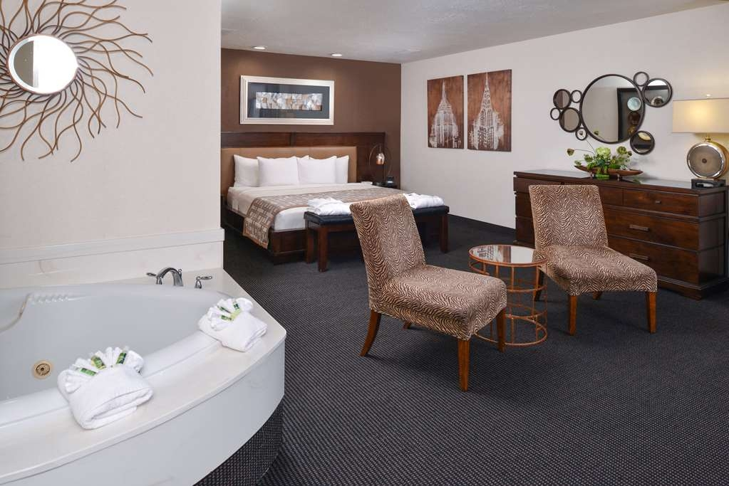 Best Western Plus Abbey Inn - Suite
