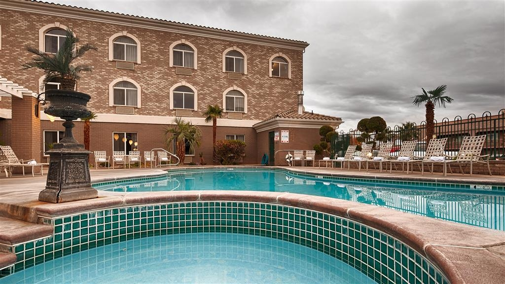Best Western Plus Abbey Inn - Piscina all'aperto