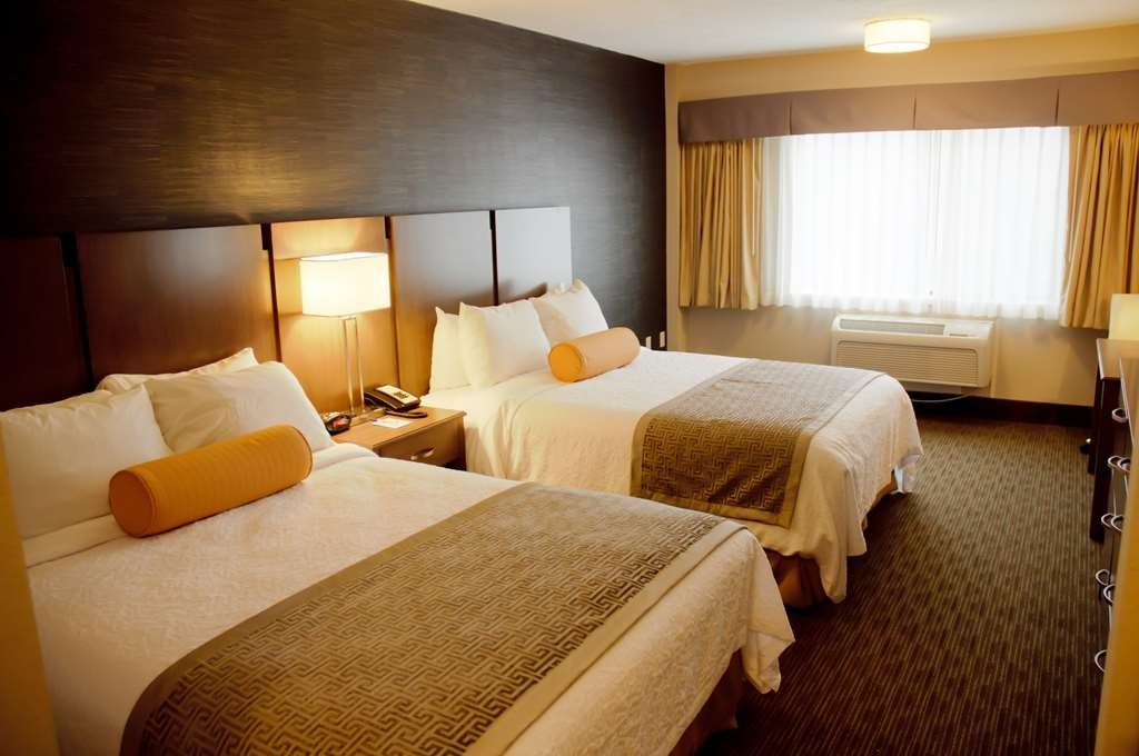 Best Western Plus Cotton Tree Inn - Bring your whole family along to stay in our double queen guest room!