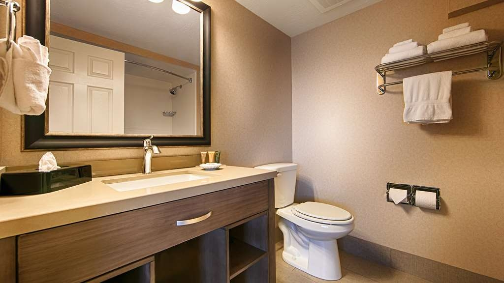 Best Western Plus Cotton Tree Inn - Get ready for the day in one of our sparkling clean bathrooms.