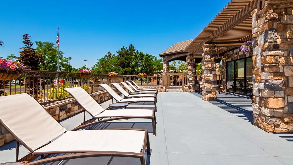 Best Western Plus Cotton Tree Inn - Relax on our beautiful outdoor patio