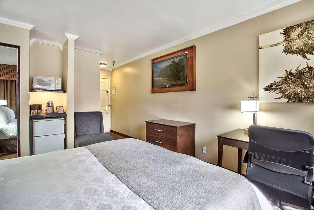 Best Western Mountain View Inn - Standard Queen Guest Room.