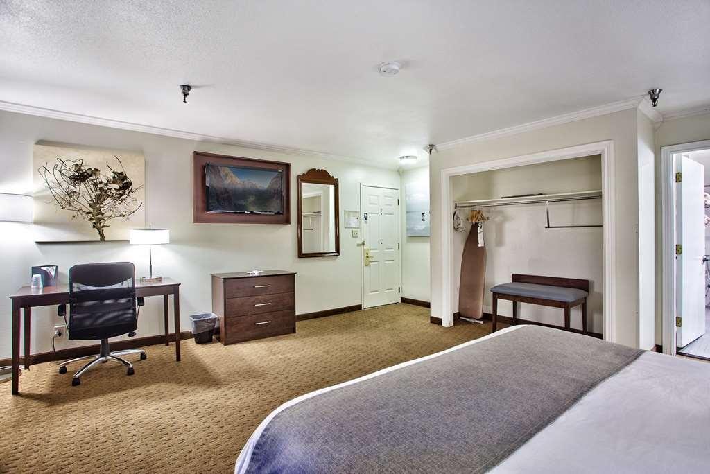 Best Western Mountain View Inn - King ADA Guest Room.