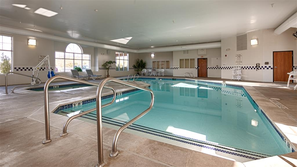 Best Western Holiday Hills - Take a dip in our indoor, heated swimming pool and hot tub which are conveniently open 24-hours.
