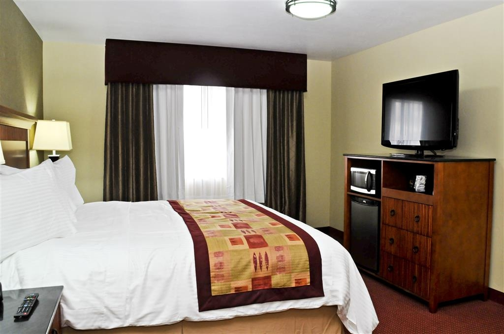 Best Western Plus Layton Park Hotel - Rest at ease in one of our king guest rooms – complete with a lounge chair.