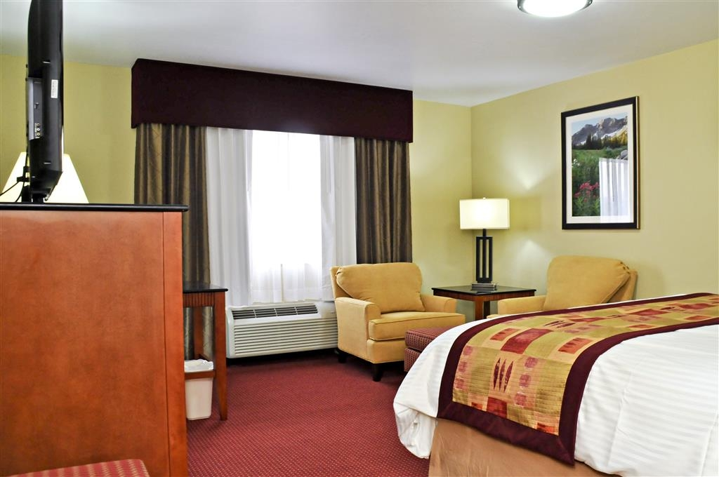 Best Western Plus Layton Park Hotel - Our comfy king beds are sure to provide you with a good night's sleep!