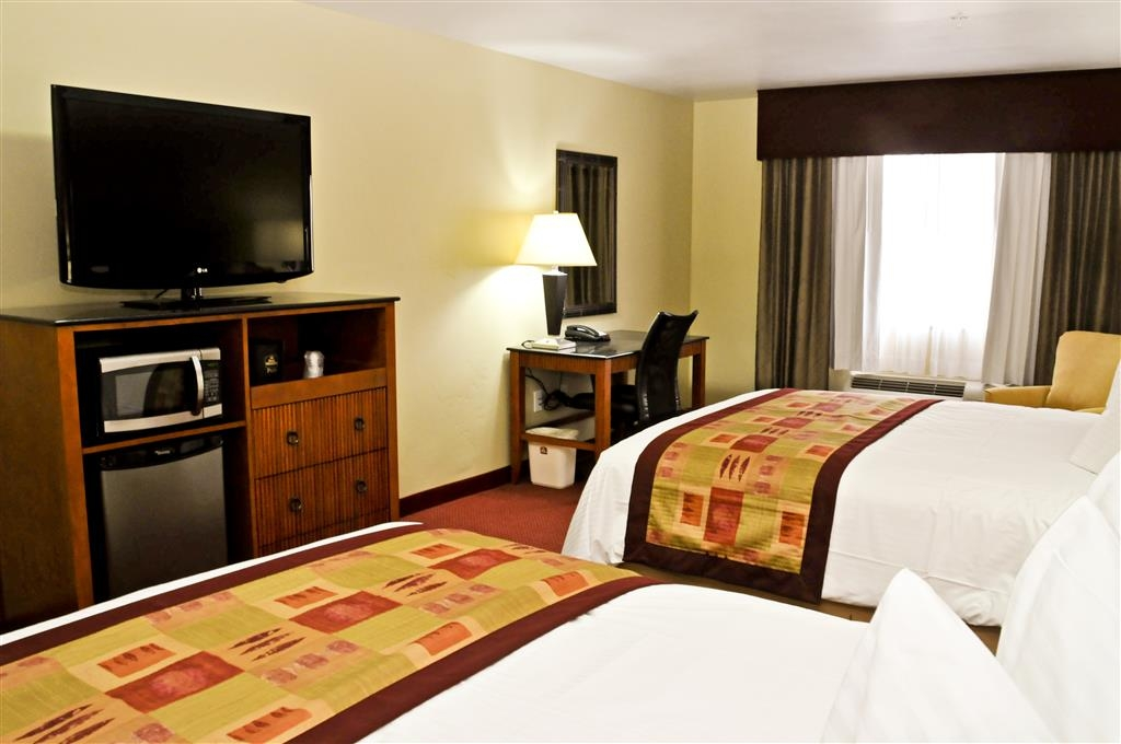 Best Western Plus Layton Park Hotel - Guests who stay with us will enjoy a full complimentary hot breakfast.