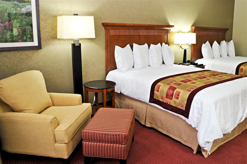 Best Western Plus Layton Park Hotel - Catch some sleep or just relax in the lounge chair in our double queen guest rooms.