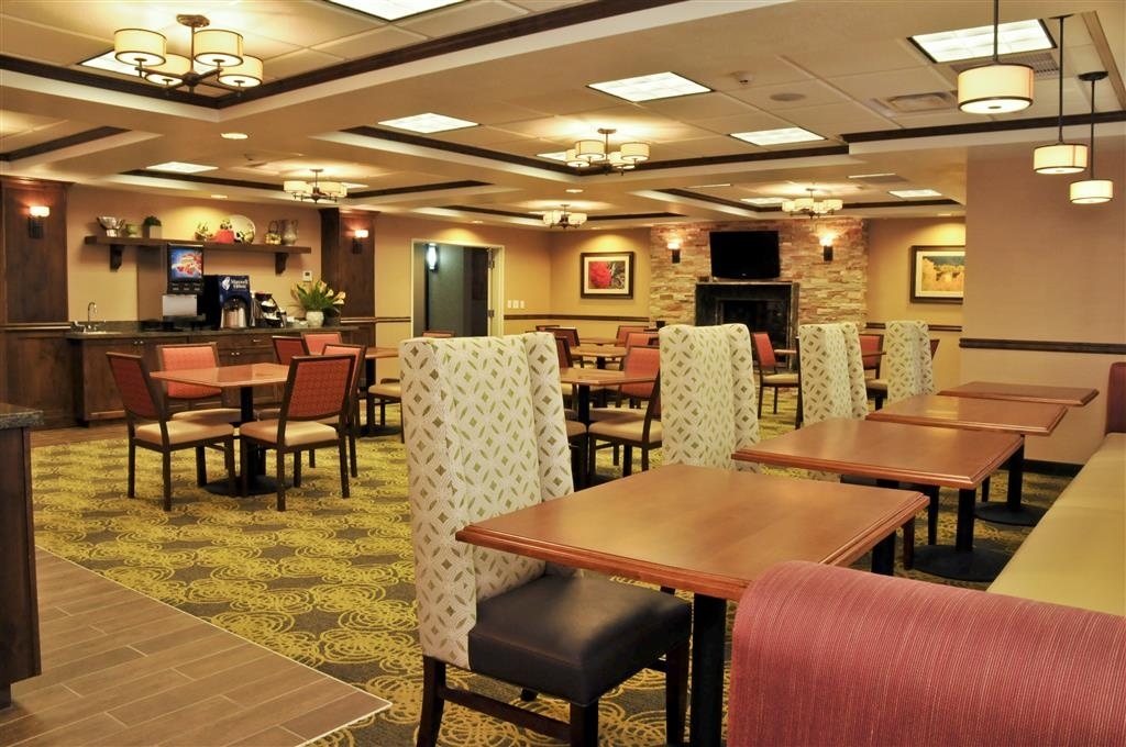 Best Western Plus Layton Park Hotel - There's plenty of seating available in our breakfast area!