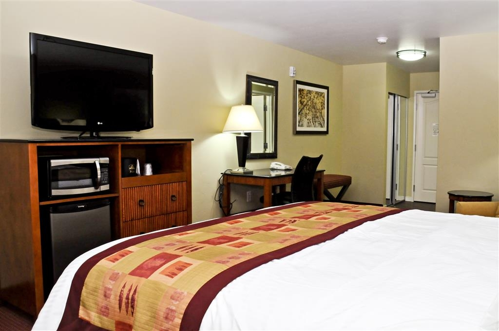 Best Western Plus Layton Park Hotel - Relax while catching your favorite show! Each room comes with a 42-inch TV.