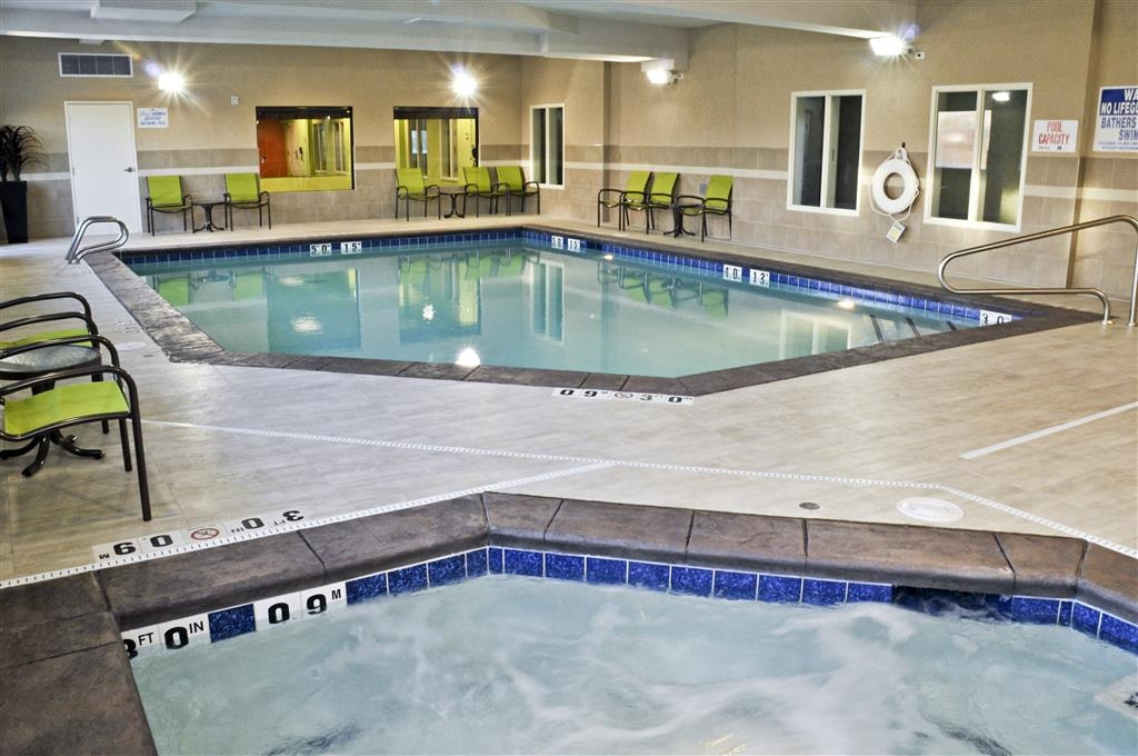 Best Western Plus Layton Park Hotel - Enjoy some relaxation in the hot tub!