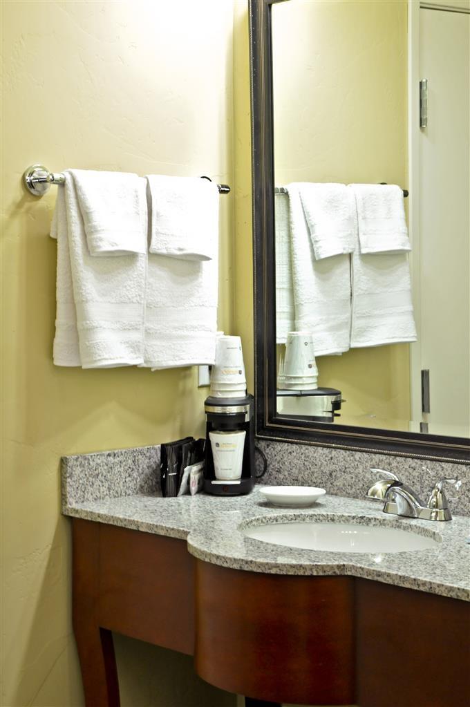 Best Western Plus Layton Park Hotel - Baño