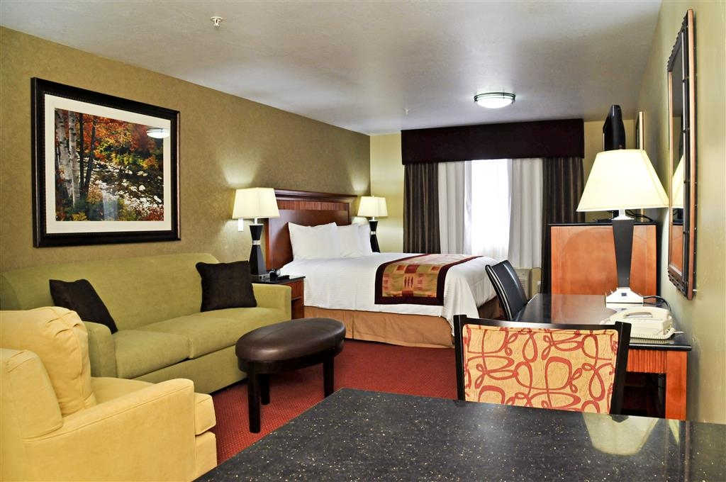 Best Western Plus Layton Park Hotel - There's plenty of room to relax and unwind in our spacious King mini-suite.