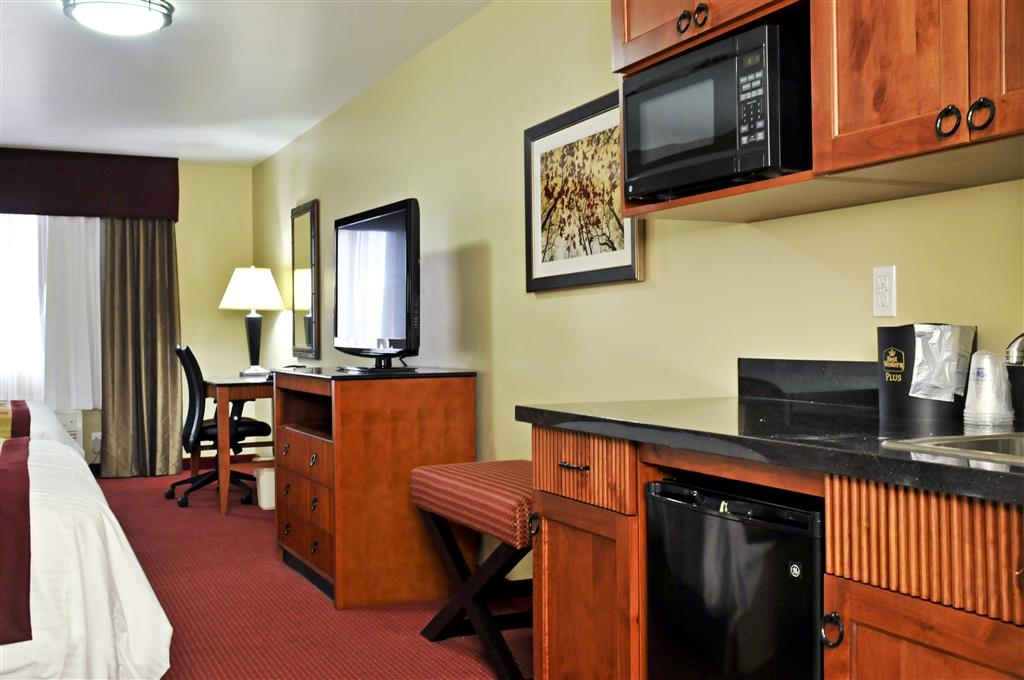Best Western Plus Layton Park Hotel - Enjoy the comforts of home in our double queen guest room with a kitchenette.