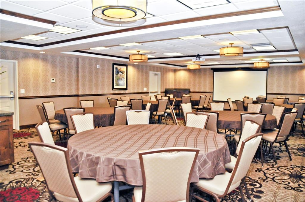 Best Western Plus Layton Park Hotel - Our banquet room is perfect for larger groups.