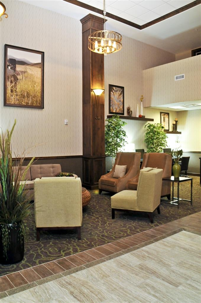 Best Western Plus Layton Park Hotel - Wait for a family member, do some work on your laptop or just relax in our inviting lobby.
