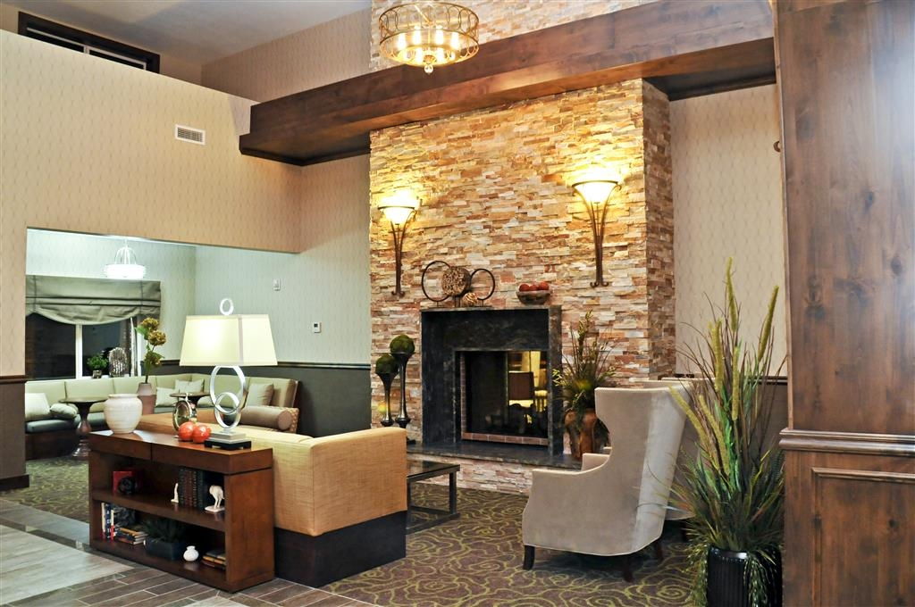 Best Western Plus Layton Park Hotel - Sit down and take a break in the lobby.