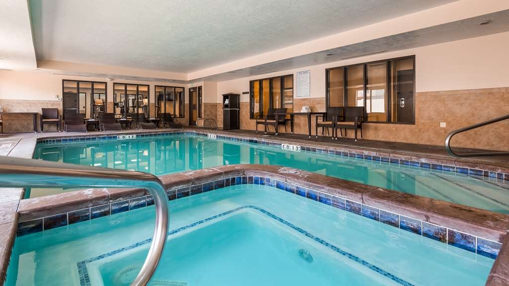 Best Western Plus Airport Inn & Suites - Schwimmbad