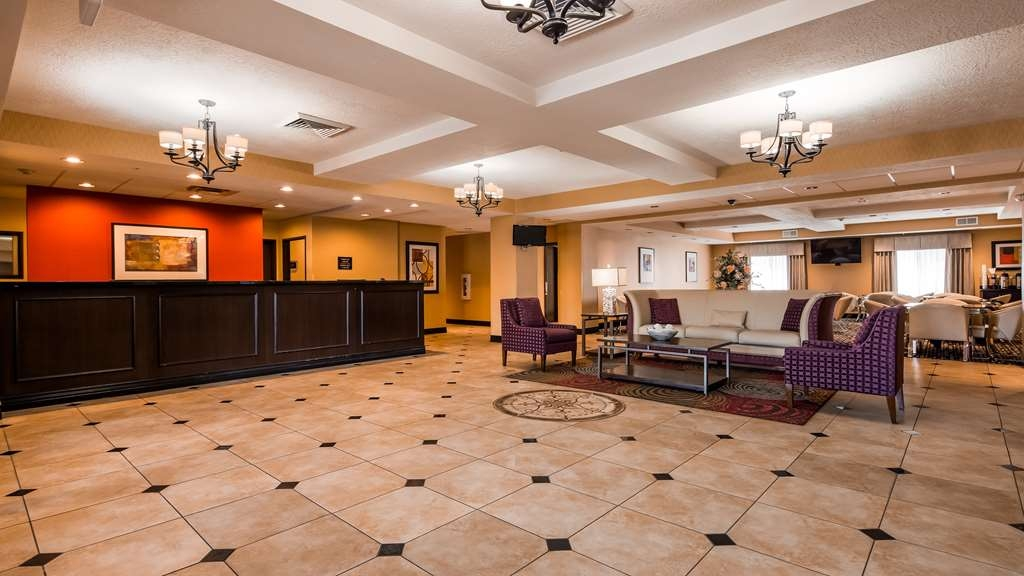 Best Western Plus Airport Inn & Suites - Hotelhalle