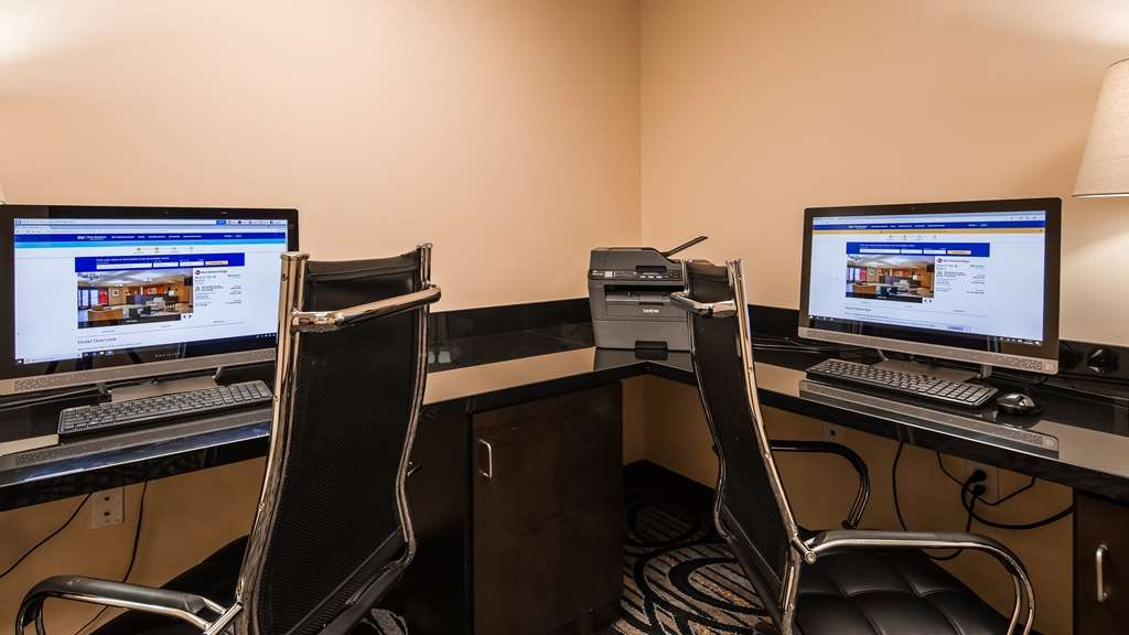 Best Western Plus Airport Inn & Suites - Keep connected with your loved ones in our business center.