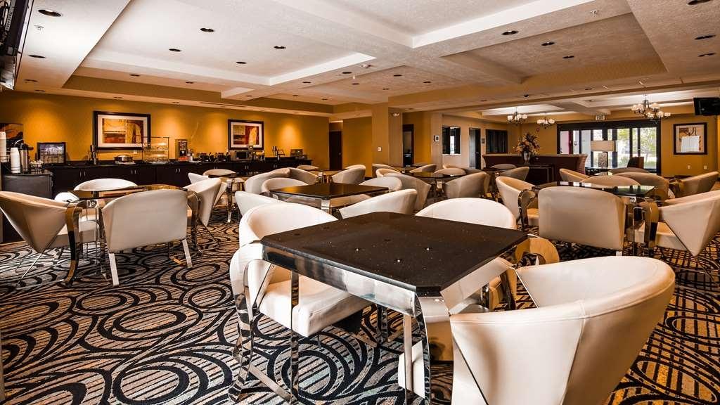Best Western Plus Airport Inn & Suites - Salle de petit déjeuner