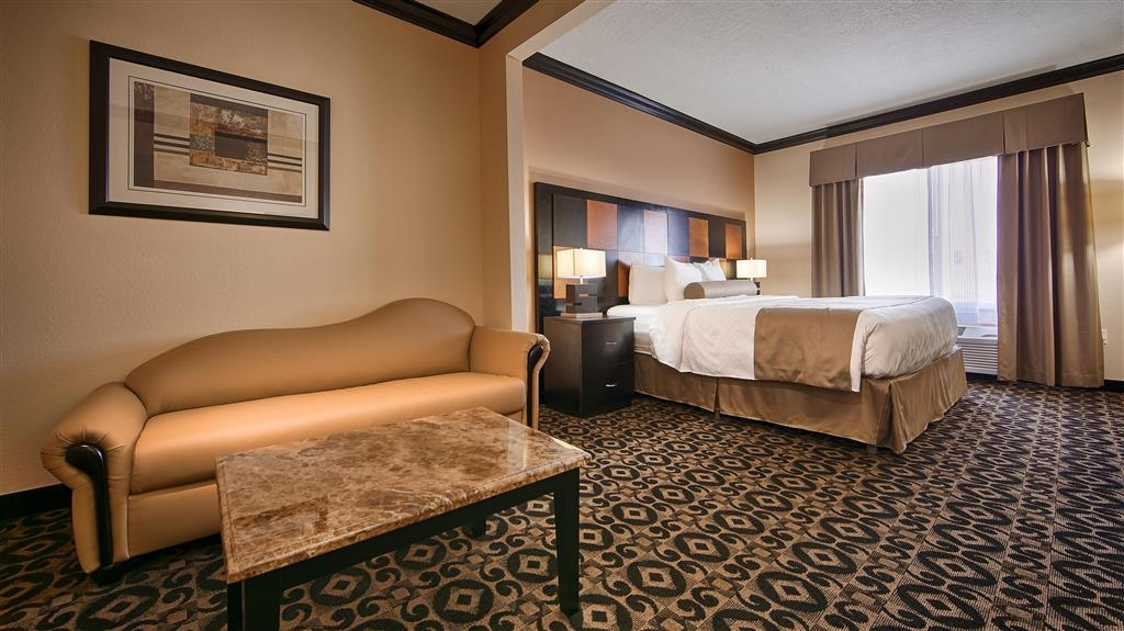 Best Western Plus Airport Inn & Suites - Guest room