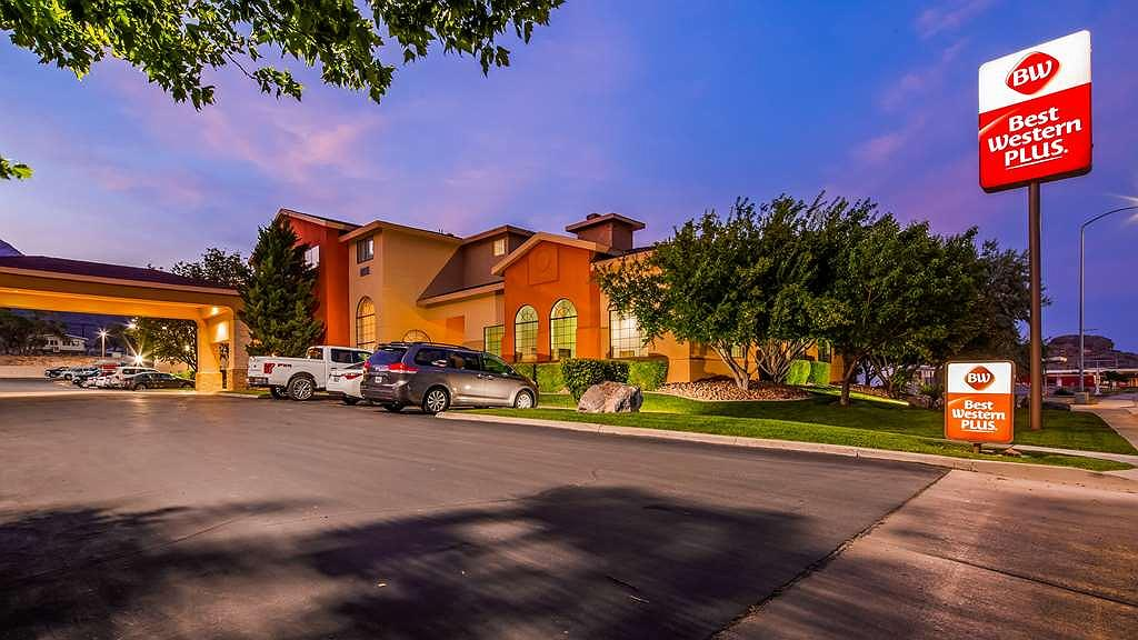 Best Western Plus Wendover Inn - There is plenty of parking available at the property.