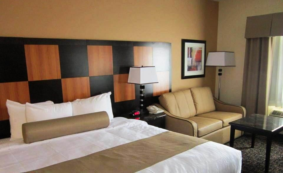 Best Western Plus Wendover Inn - Book our king whirlpool suite for ultimate relaxation.
