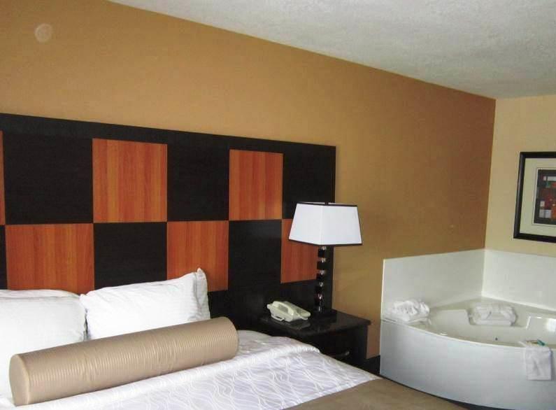Best Western Plus Wendover Inn - Suite con letto king size ed idromassaggio