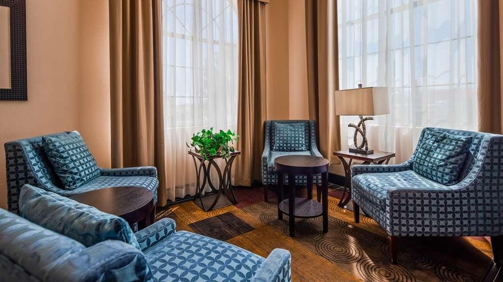 Best Western Plus Wendover Inn - Lobbyansicht