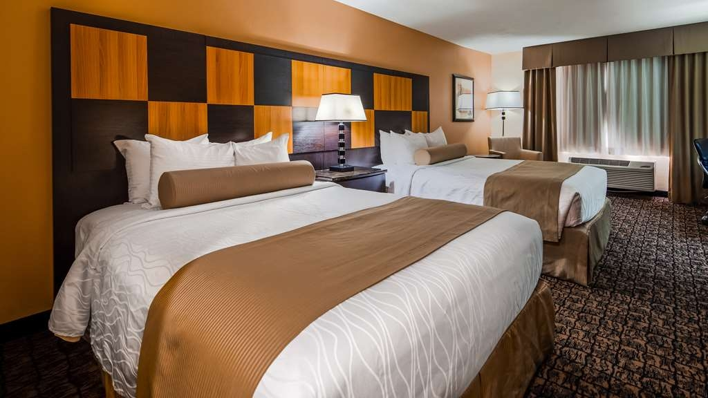 Best Western Plus Wendover Inn - Our double queen guest room is perfect for traveling families!
