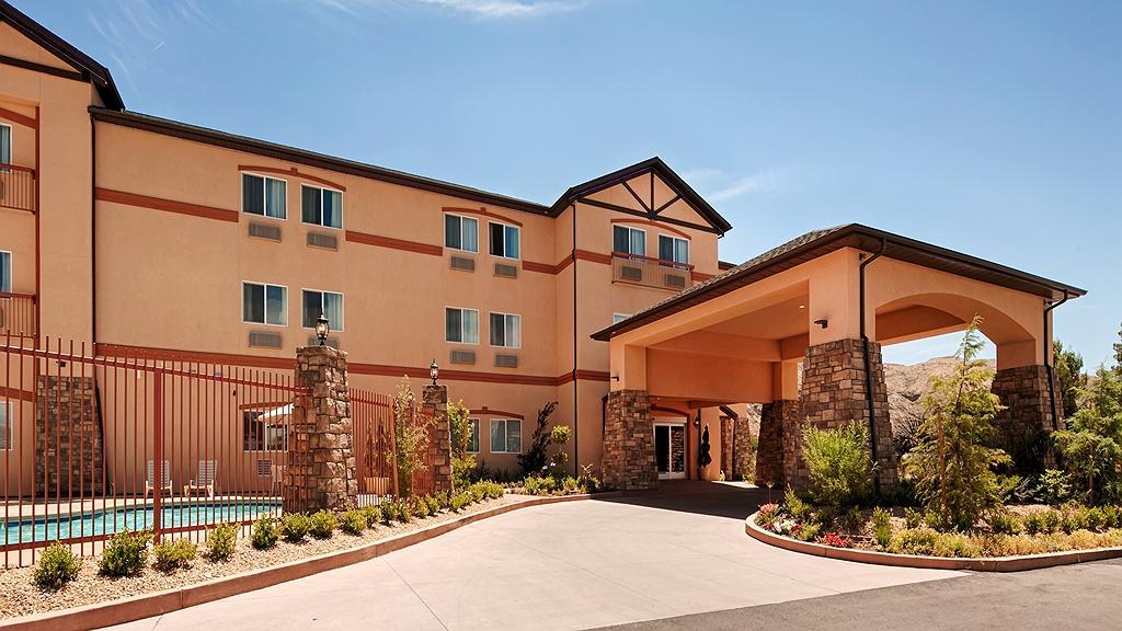 Best Western Plus Zion West Hotel - Facciata dell'albergo