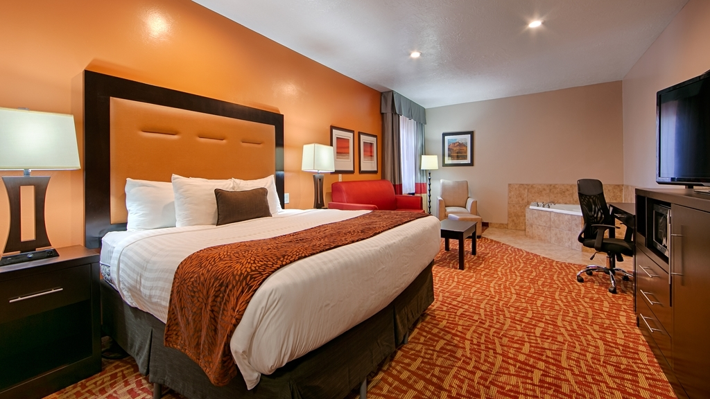 Best Western Plus Zion West Hotel - Upgrade yourself to our king whirlpool suite for added comfort during your stay.