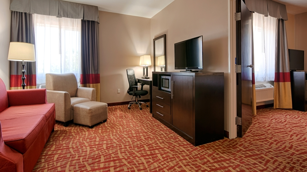 Best Western Plus Zion West Hotel - Settle in for the evening and relax in our king suite living area.