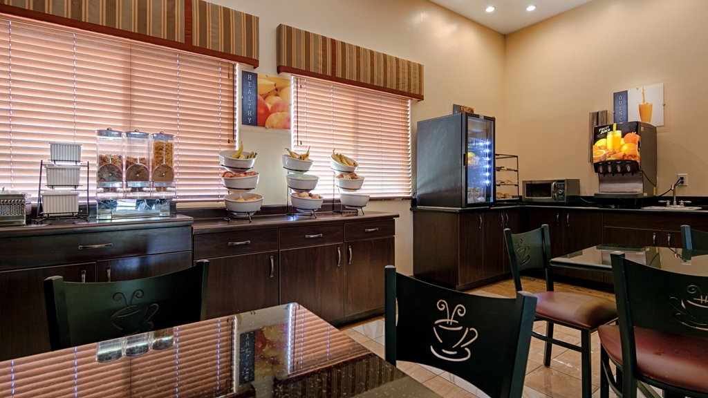 Best Western Plus Zion West Hotel - Enjoy a balanced and delicious breakfast with choices for everyone.