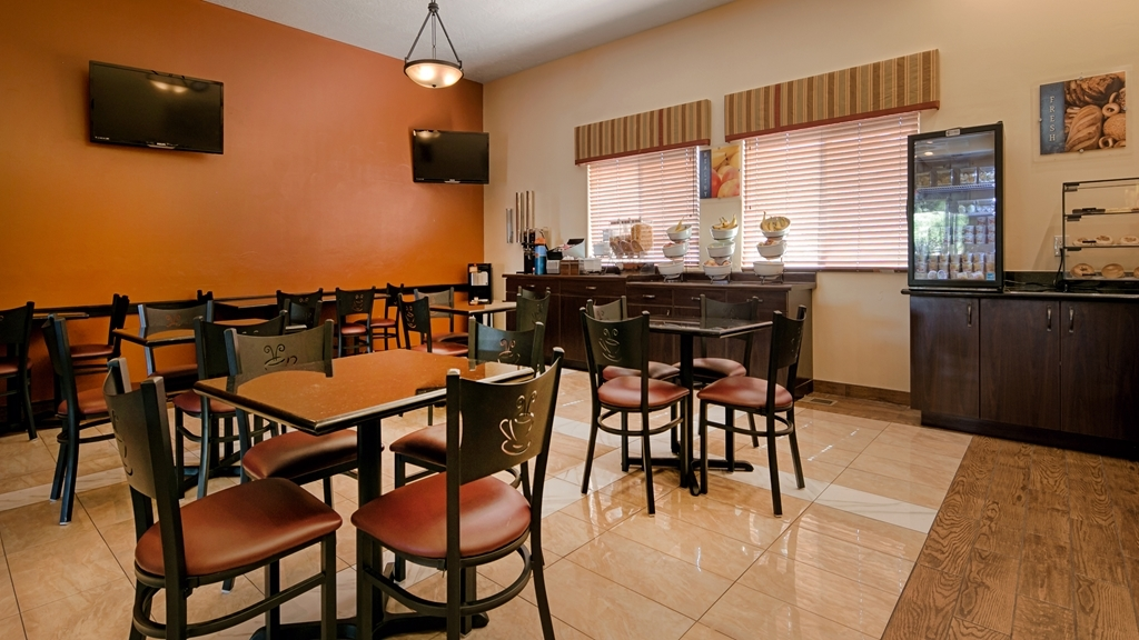 Best Western Plus Zion West Hotel - Enjoy the most important meal of the day in our breakfast area.