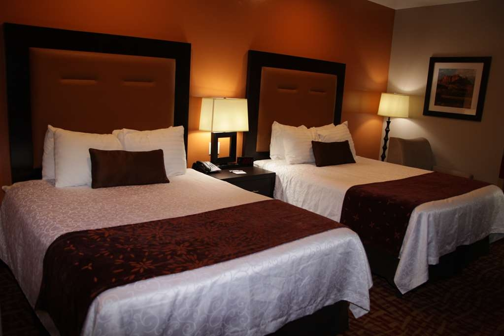 Best Western Plus Zion West Hotel - If you're looking for a little extra space to stretch out and relax, book one of our guest rooms with two queen beds.