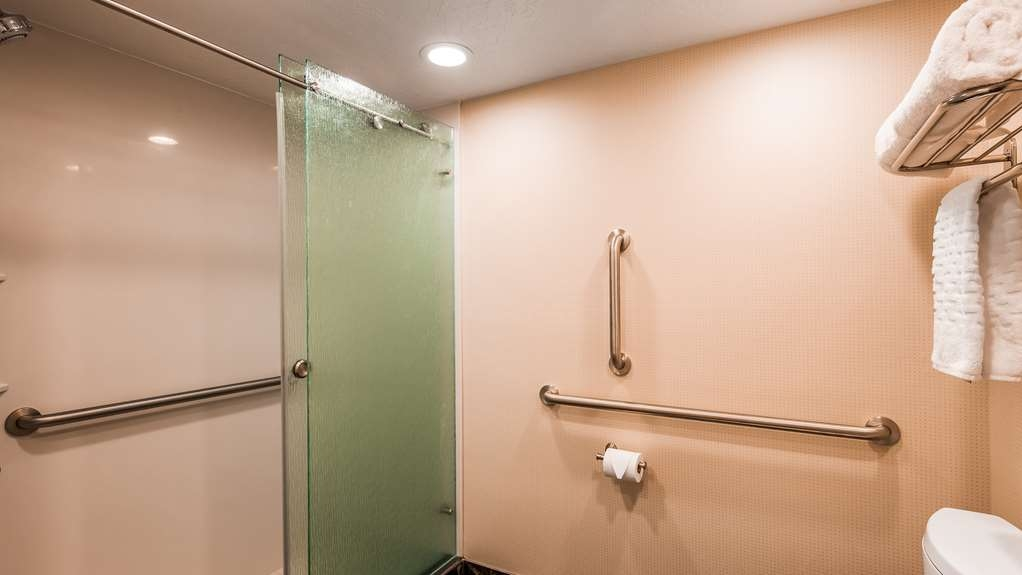 Best Western Plus Cedar City - Handicap accessible showers our available in our ADA room types.