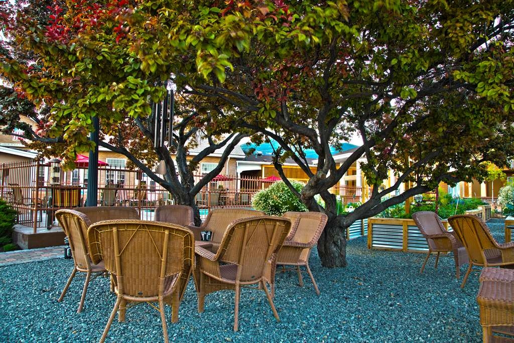 Best Western Plus Cedar City - Sit back and relax with our many picturesque outdoor seating areas.