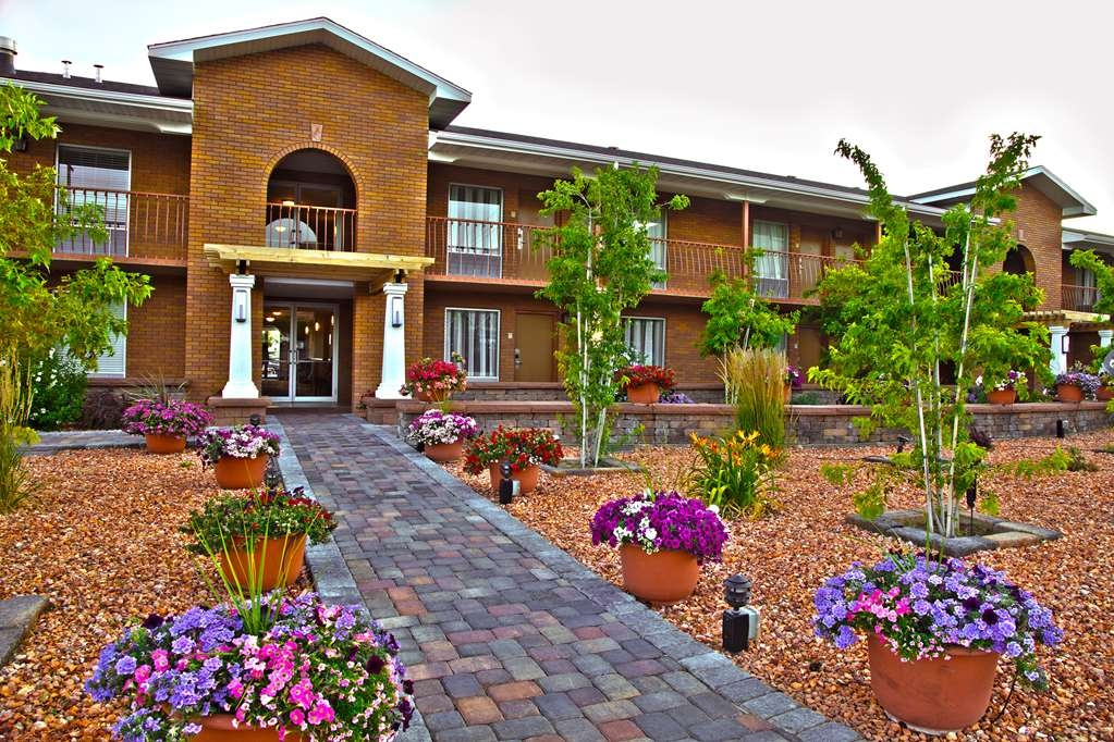 Best Western Plus Cedar City - Enjoy our breathtaking scenery with every step you take on our property.