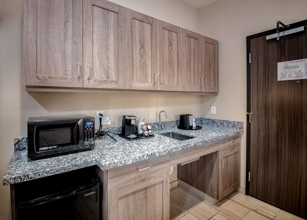 "Best Western Plus Heber Valley Hotel - Microwave, mini-fridge, lounge chair, 43"" television, and wet bar."
