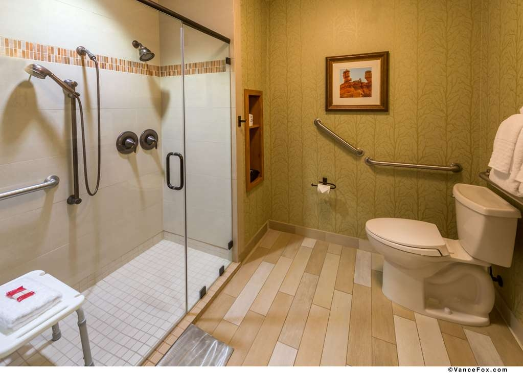 Best Western Premier Brian Head Hotel & Spa - ADA Bathroom