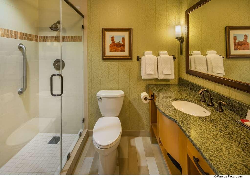 Best Western Premier Brian Head Hotel & Spa - King Guest Room Bathroom