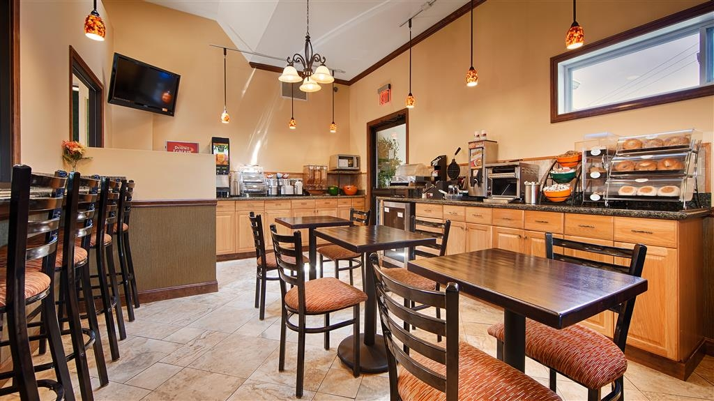 Best Western Bennington - Choose from a wide selection of seating and a variety of menu options at breakfast.