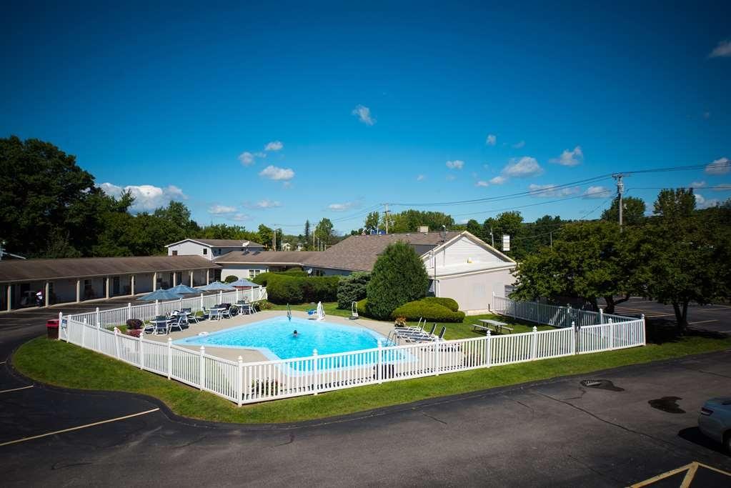 Best Western Bennington - Vista de la piscina