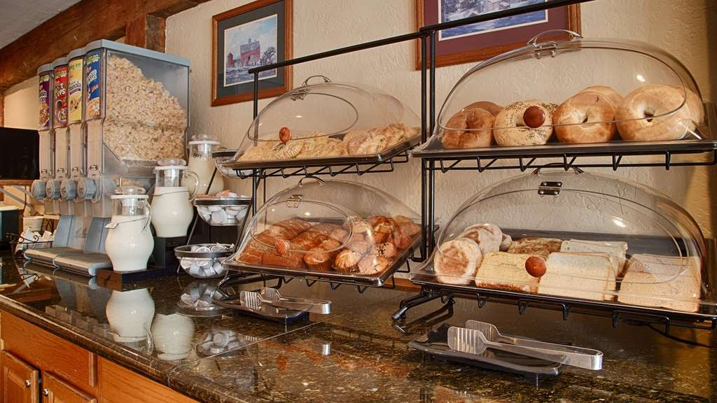 Best Western Inn & Suites Rutland-Killington - Complimentary hot buffet breakfast served daily. Also offering a 24 hour coffee and tea station.