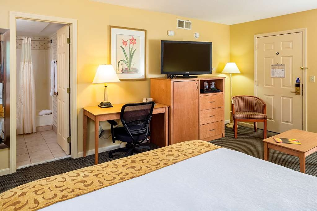 Best Western Inn & Suites Rutland-Killington - Stay at our Vermont hotel and enjoy our spacious, king bed hotel room!