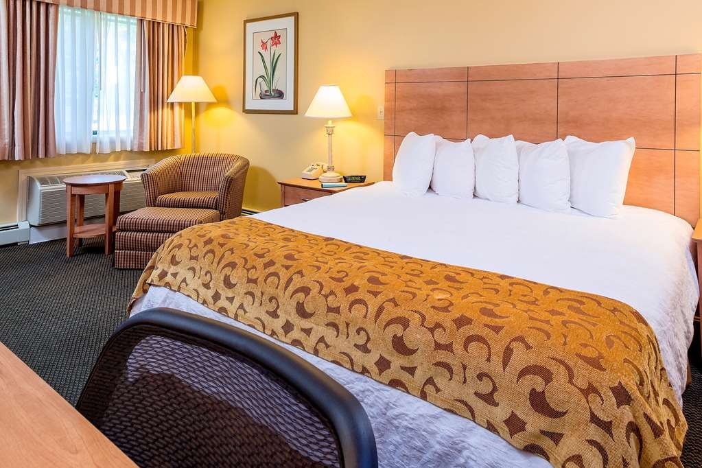 Best Western Inn & Suites Rutland-Killington - Our hotel is perfect for any length of stay, from one night to one month. Stay and save! Upgraded rooms add living areas with pull-out sofas, while suites feature kitchenettes, dining rooms and patios/balconies.