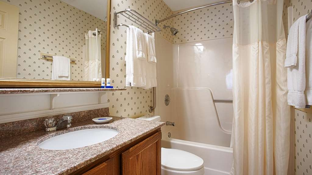 Best Western Inn & Suites Rutland-Killington - Our spacious standard guest bathrooms.